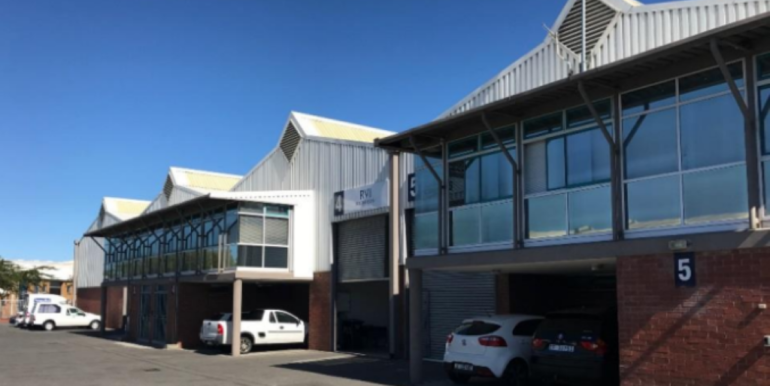 Warehouse to let in Airport industria 1