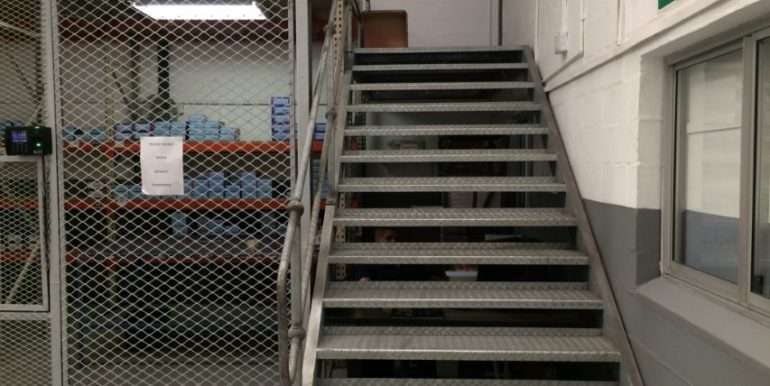 Warehouse to let in Airport industria 12