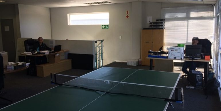 Warehouse to let in Airport industria 9