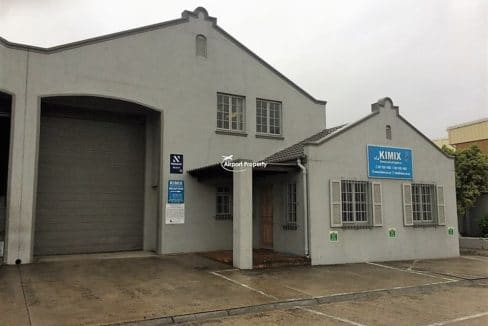 warehouse to let airport industria 639 2